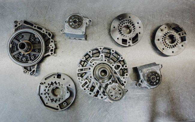 Die Pumpe erzeugt den Öldruck in einem Automatik Getriebe, auch bei Automatik Getriebe Faupel in Berlin Lichtenberg
