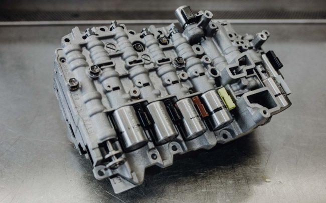 Die Steuerung übernimmt das Schalten eines Automatikgetriebes – auch bei Automatik Getriebe Faupel in Berlin Lichtenberg